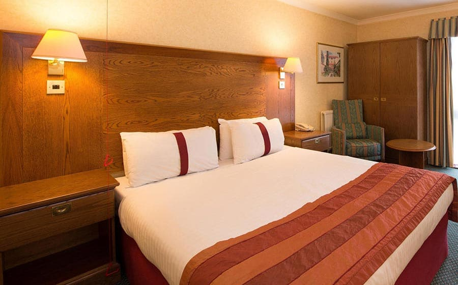 King size bed at Citrus Hotel Coventry
